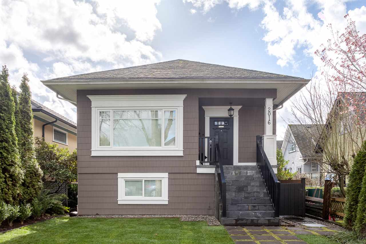 "Main Photo: 2016 GRAVELEY Street in Vancouver: Grandview VE House for sale in ""COMMERCIAL DRIVE"" (Vancouver East)  : MLS® # R2042569"