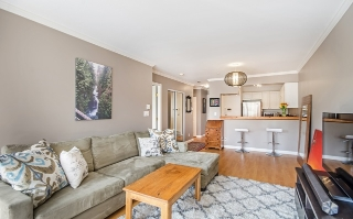 "Main Photo: 202 245 ST. DAVIDS Avenue in North Vancouver: Lower Lonsdale Condo for sale in ""Belle Arbour"" : MLS®# R2053308"