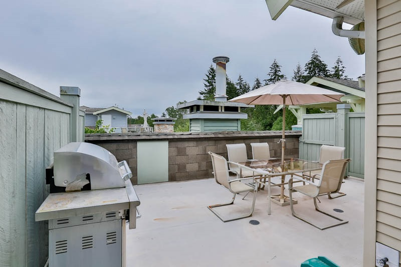 Main Photo: 28 7428 SOUTHWYNDE Avenue in Burnaby: South Slope Townhouse for sale (Burnaby South)  : MLS® # R2071528