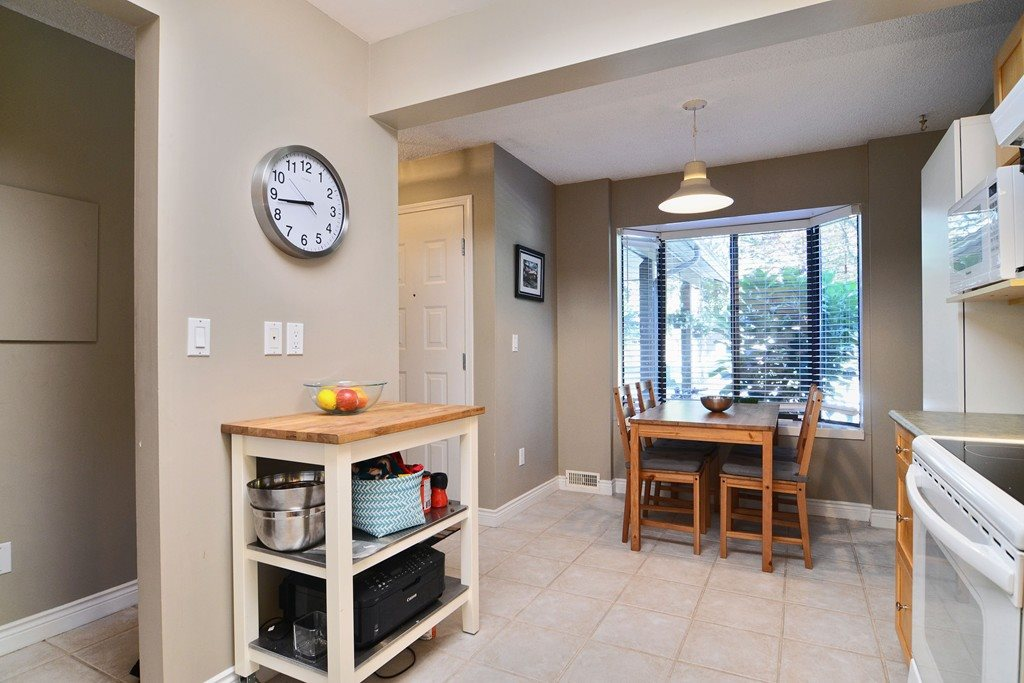 Photo 5: 28 1141 EAGLERIDGE Drive in Coquitlam: Eagle Ridge CQ Townhouse for sale : MLS(r) # R2103152