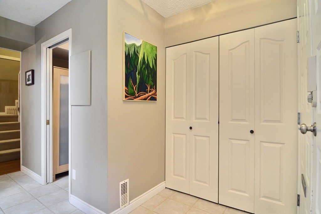 Photo 6: 28 1141 EAGLERIDGE Drive in Coquitlam: Eagle Ridge CQ Townhouse for sale : MLS(r) # R2103152