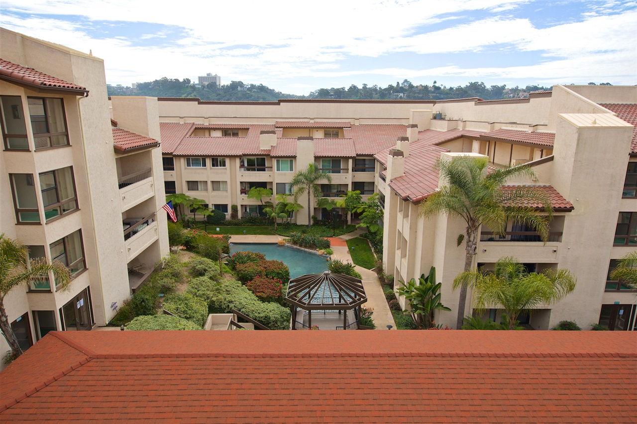 Main Photo: SAN DIEGO Condo for sale : 1 bedrooms : 6717 Friars Road #92