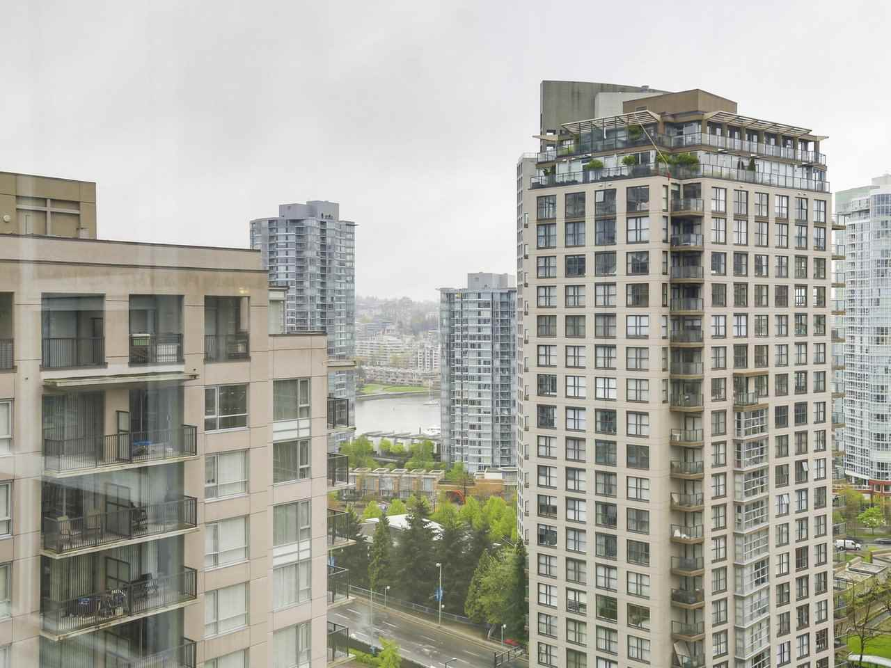"Photo 14: 2202 930 CAMBIE Street in Vancouver: Yaletown Condo for sale in ""PACIFIC PLACE LANDMARK 2"" (Vancouver West)  : MLS(r) # R2161898"