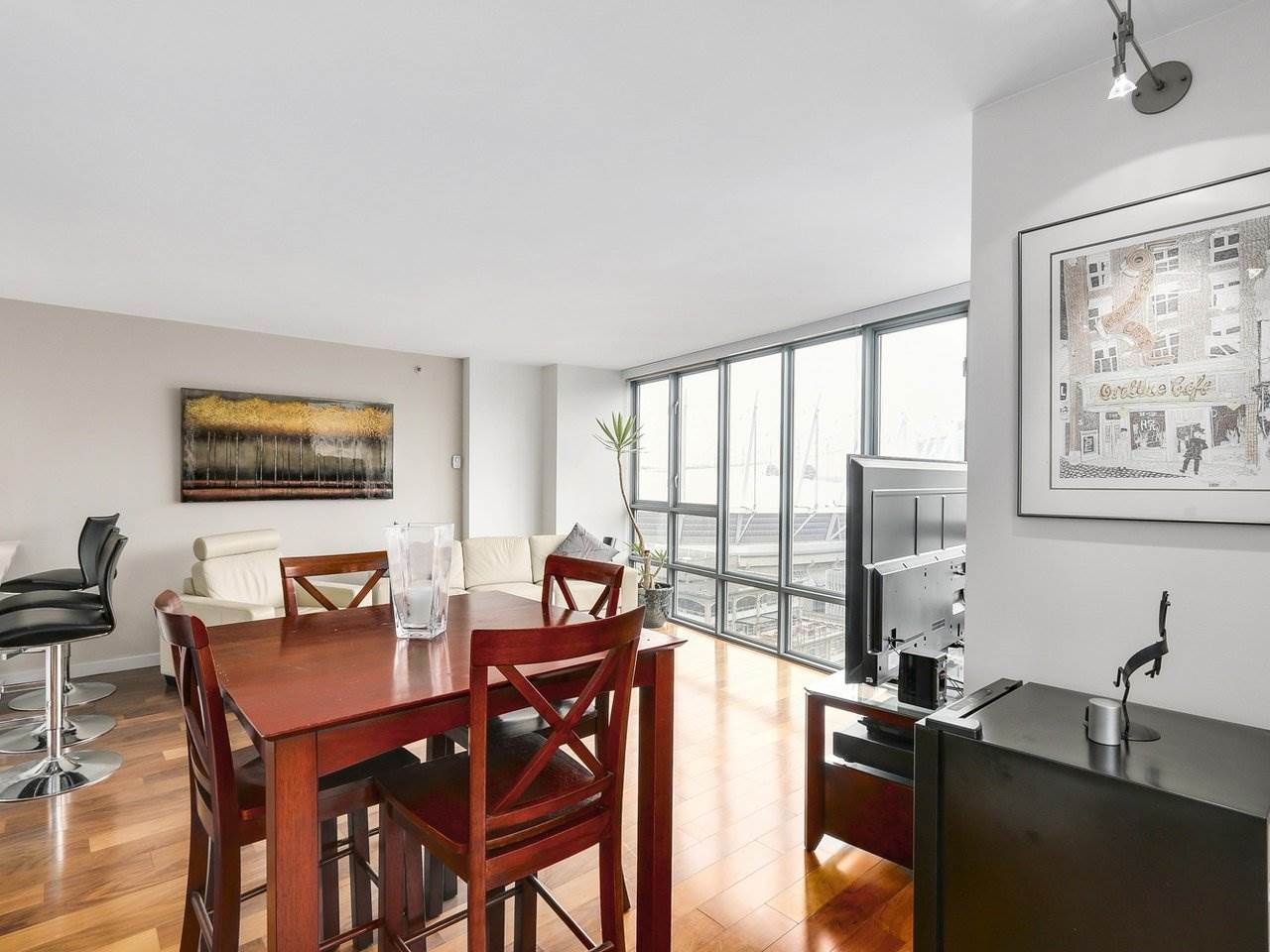 "Photo 7: 2202 930 CAMBIE Street in Vancouver: Yaletown Condo for sale in ""PACIFIC PLACE LANDMARK 2"" (Vancouver West)  : MLS(r) # R2161898"