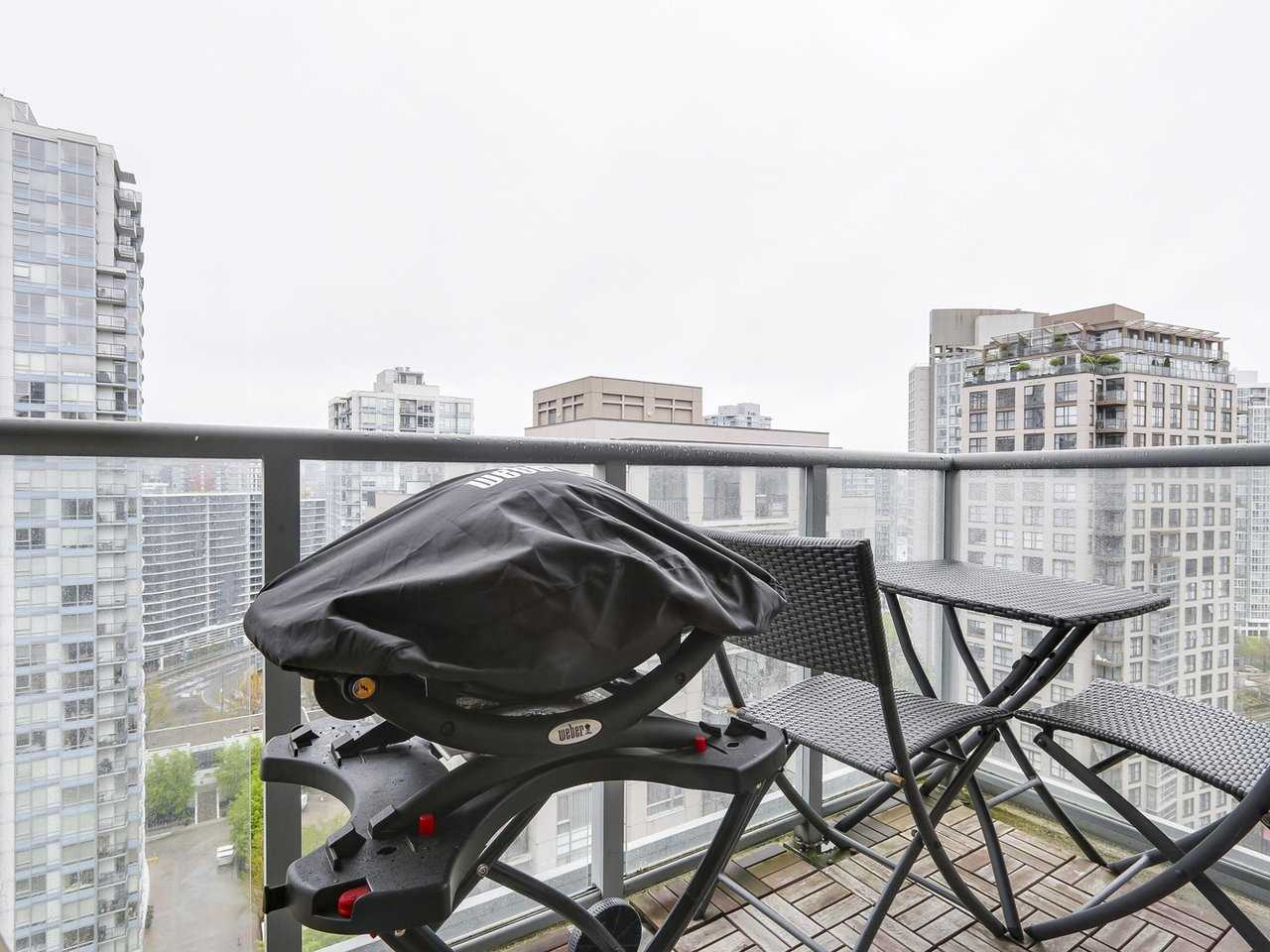 "Photo 13: 2202 930 CAMBIE Street in Vancouver: Yaletown Condo for sale in ""PACIFIC PLACE LANDMARK 2"" (Vancouver West)  : MLS(r) # R2161898"