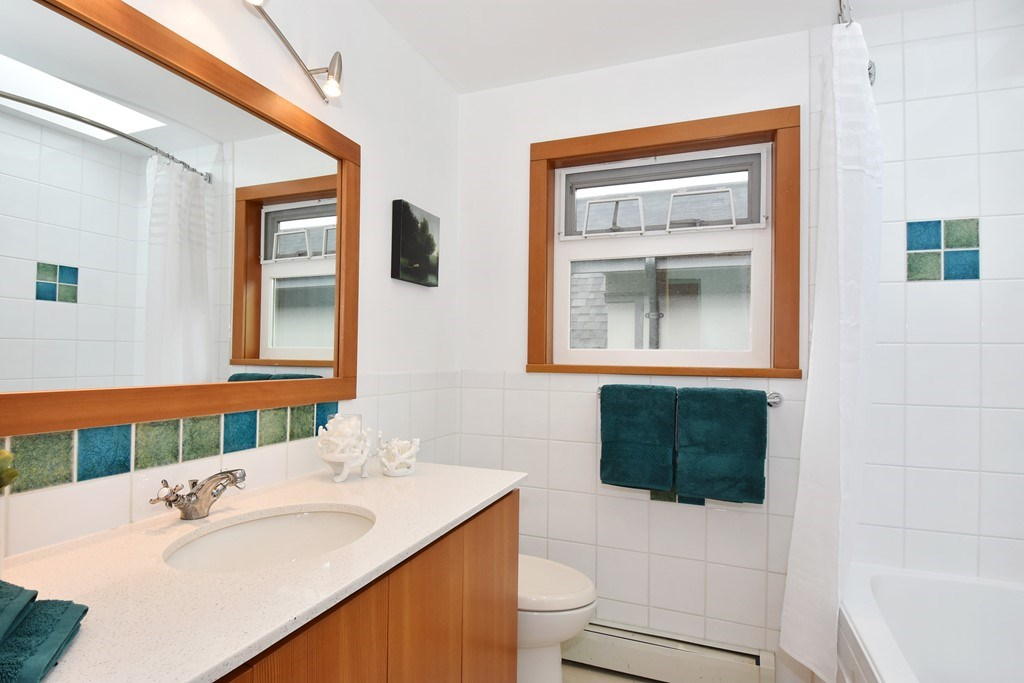 "Photo 12: 420 E 45TH Avenue in Vancouver: Fraser VE House for sale in ""MAIN/FRASER"" (Vancouver East)  : MLS® # R2168295"