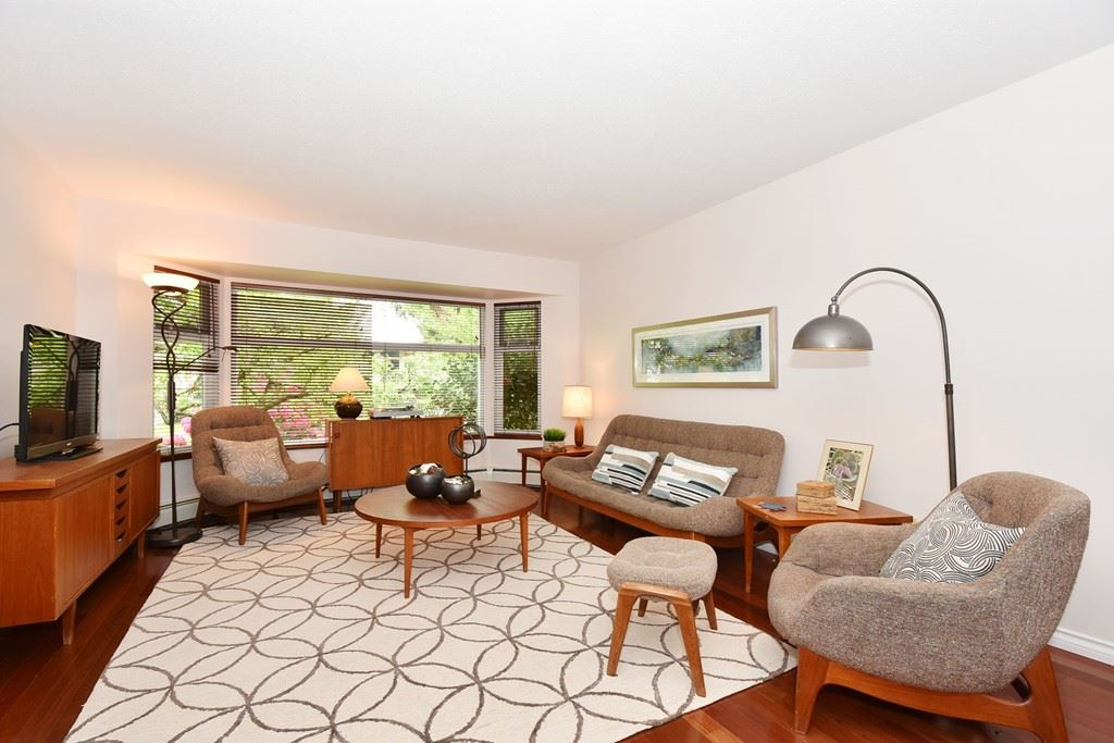 "Photo 3: 420 E 45TH Avenue in Vancouver: Fraser VE House for sale in ""MAIN/FRASER"" (Vancouver East)  : MLS® # R2168295"