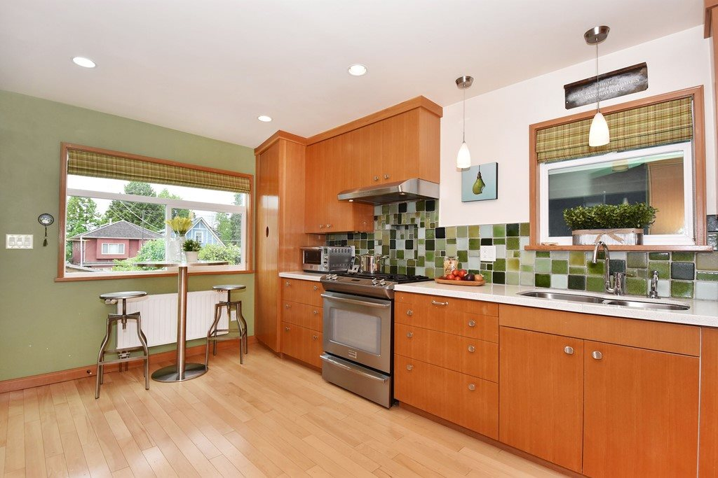 "Photo 9: 420 E 45TH Avenue in Vancouver: Fraser VE House for sale in ""MAIN/FRASER"" (Vancouver East)  : MLS® # R2168295"