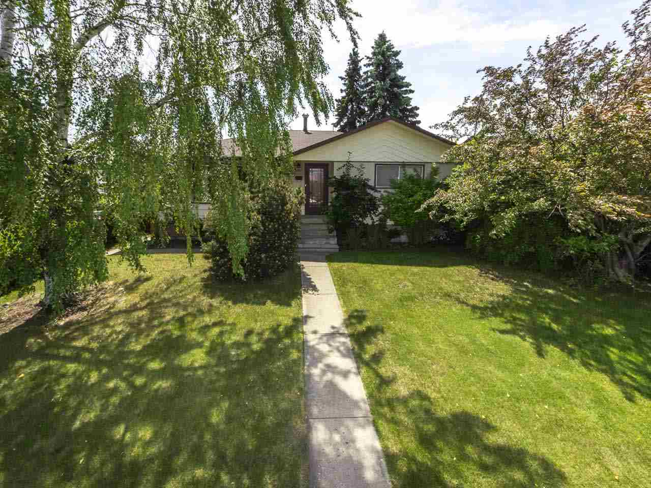 Main Photo: 6907 94 Avenue in Edmonton: Zone 18 House for sale : MLS(r) # E4070518