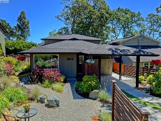 Main Photo: 3613 Doncaster Drive in VICTORIA: SE Cedar Hill Single Family Detached for sale (Saanich East)  : MLS® # 380156
