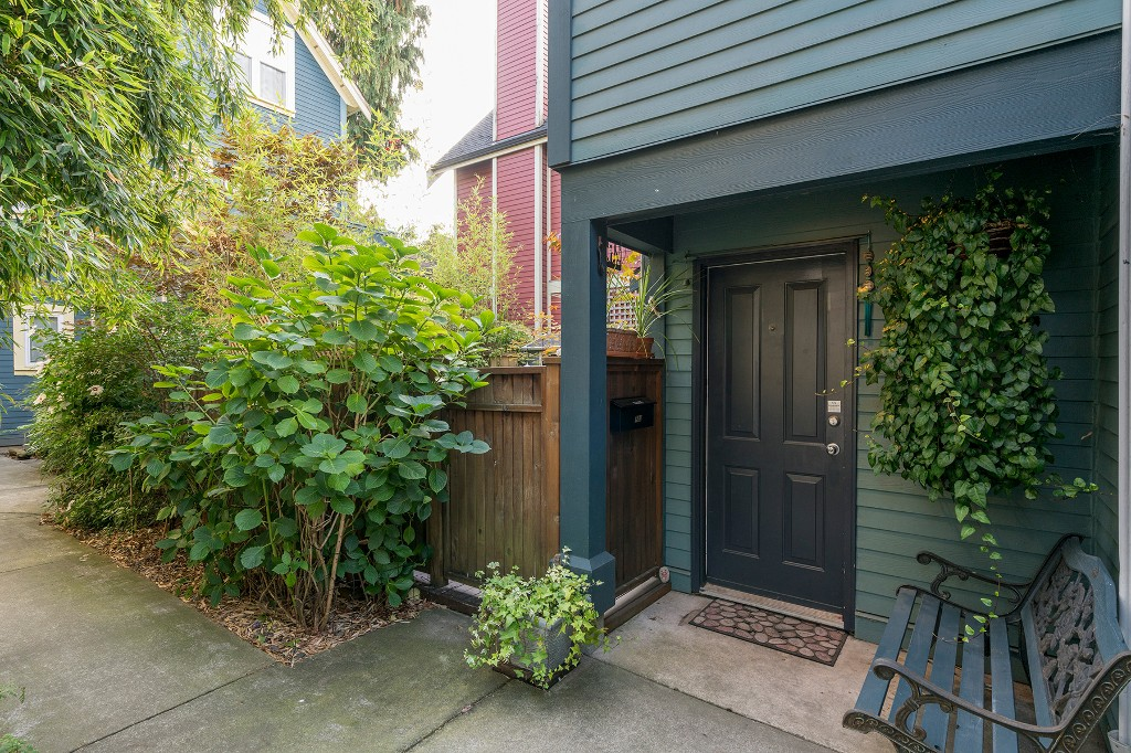Photo 1: Photos: 849 KEEFER Street in Vancouver: Mount Pleasant VE Townhouse for sale (Vancouver East)  : MLS® # R2204383