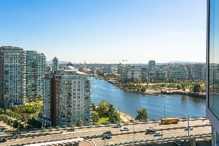 "Main Photo: 2202 1033 MARINASIDE Crescent in Vancouver: Yaletown Condo for sale in ""Quaywest 1"" (Vancouver West)  : MLS® # R2207637"