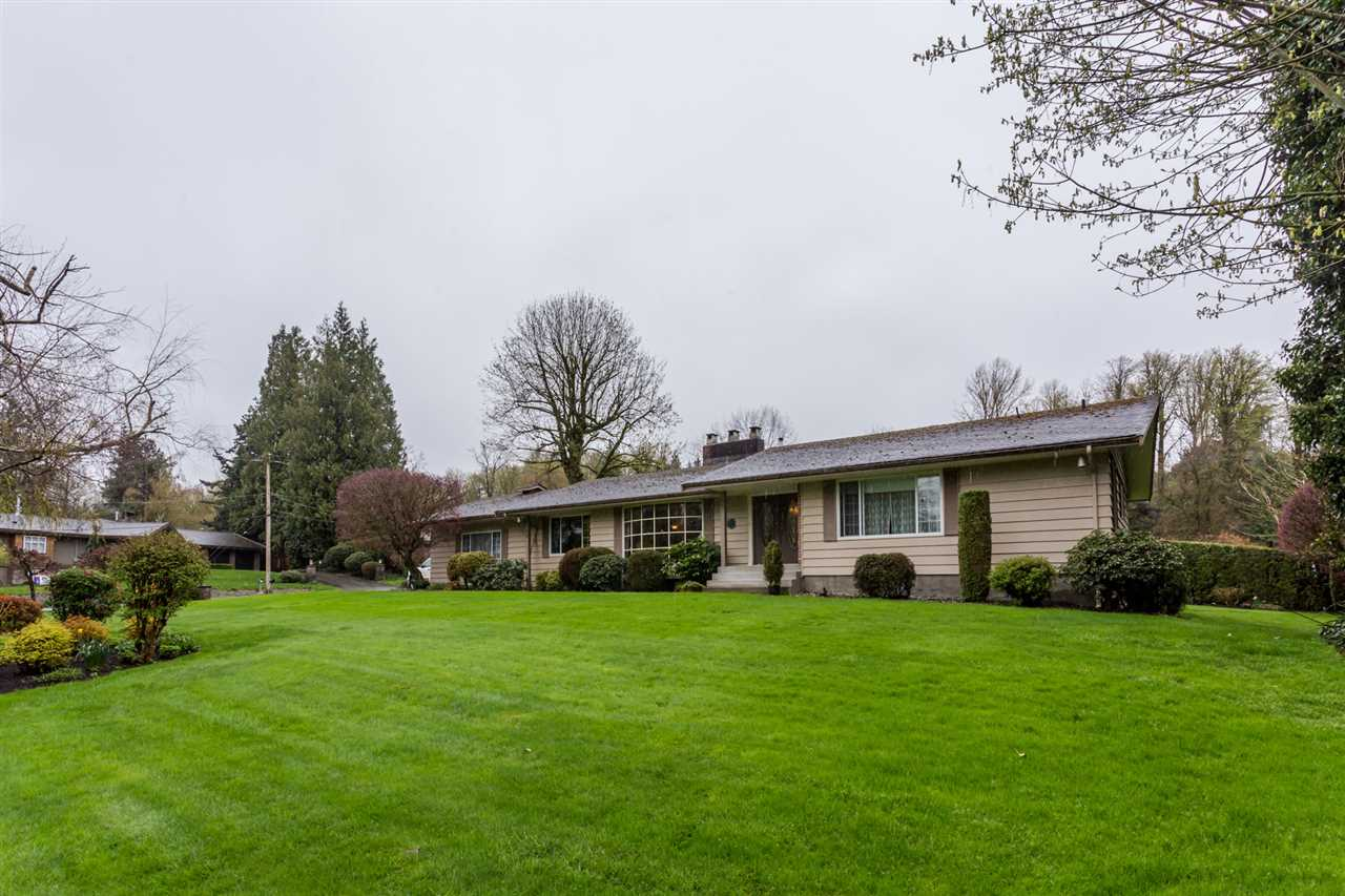 Main Photo: 4381 BRIDGEVIEW Street in Abbotsford: Matsqui House for sale : MLS®# R2257512