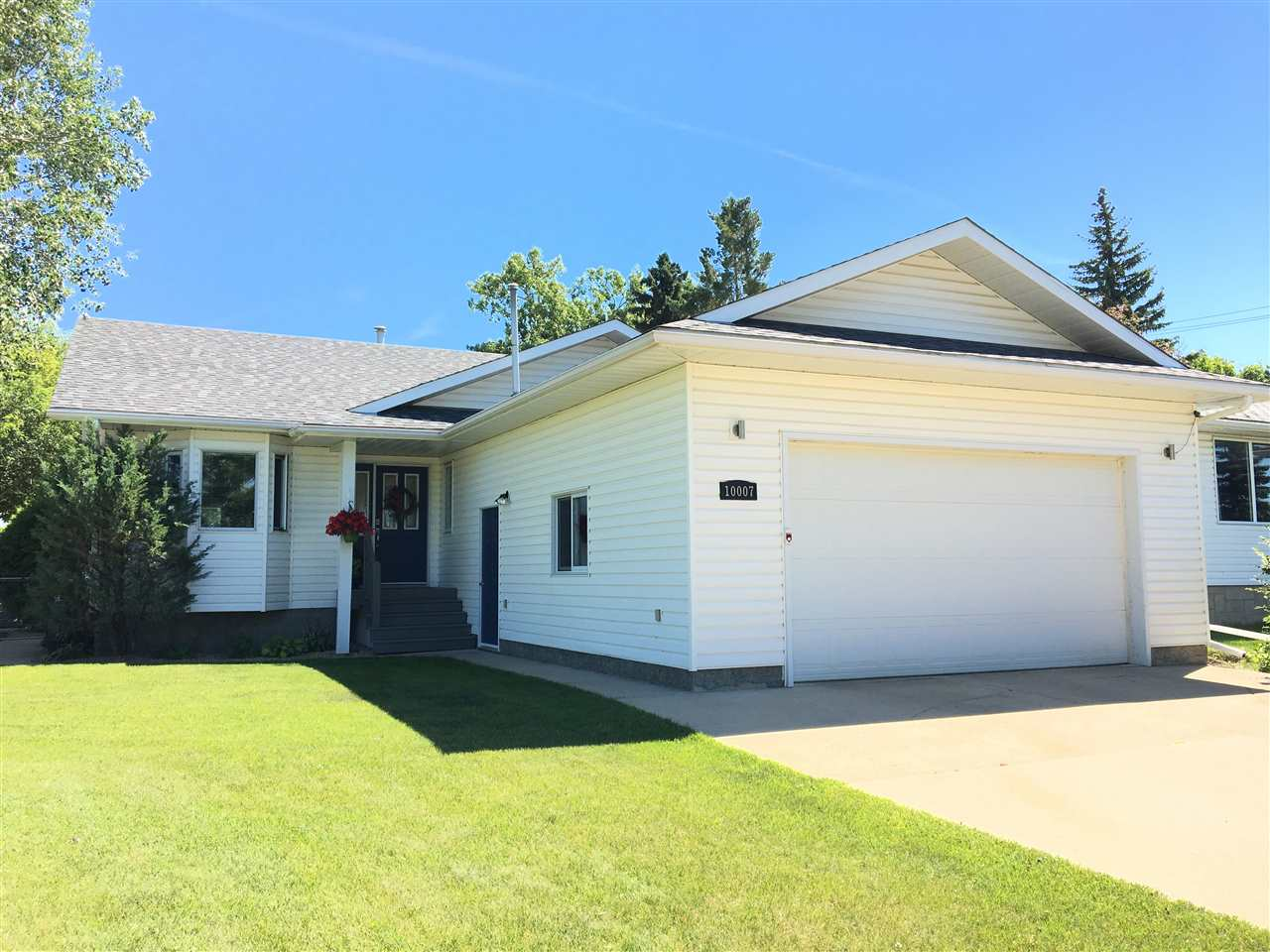 Main Photo: 10007 104 Street: Westlock House for sale : MLS®# E4122210