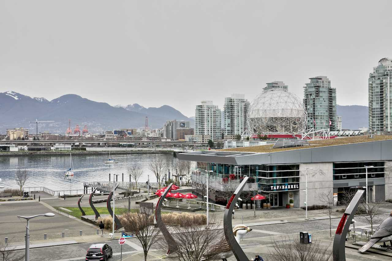 "Main Photo: 404 1625 MANITOBA Street in Vancouver: False Creek Condo for sale in ""SHORELINE @ THE VILLAGE ON FALSE CREEK"" (Vancouver West)  : MLS®# R2310552"