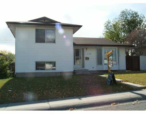 Main Photo:  in CALGARY: Marlborough Park Residential Detached Single Family for sale (Calgary)  : MLS® # C3101353