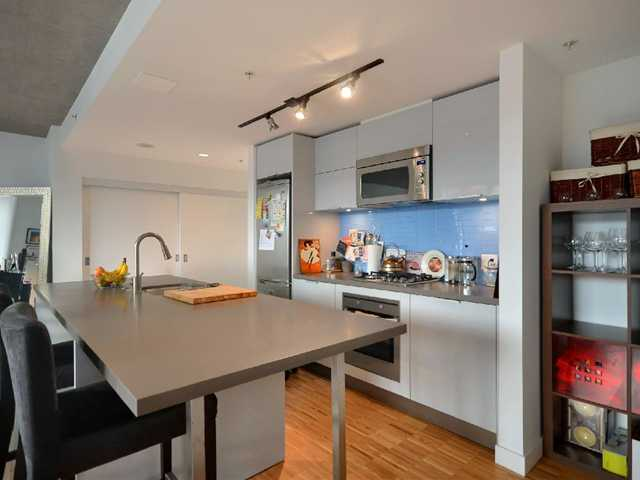 "Photo 4: 801 128 W CORDOVA Street in Vancouver: Downtown VW Condo for sale in ""WOODWARDS"" (Vancouver West)  : MLS® # V899216"