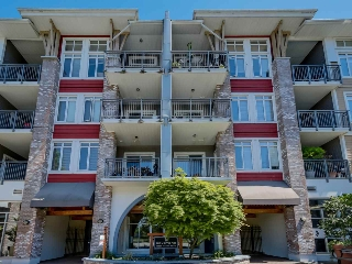 "Main Photo: 410 12350 HARRIS Road in Pitt Meadows: Mid Meadows Condo for sale in ""KEYSTONE"" : MLS®# R2063602"