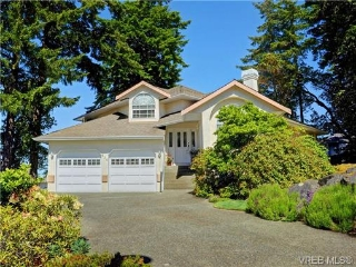 Main Photo: 824 Bexhill Place in VICTORIA: Co Triangle Single Family Detached for sale (Colwood)  : MLS(r) # 365056