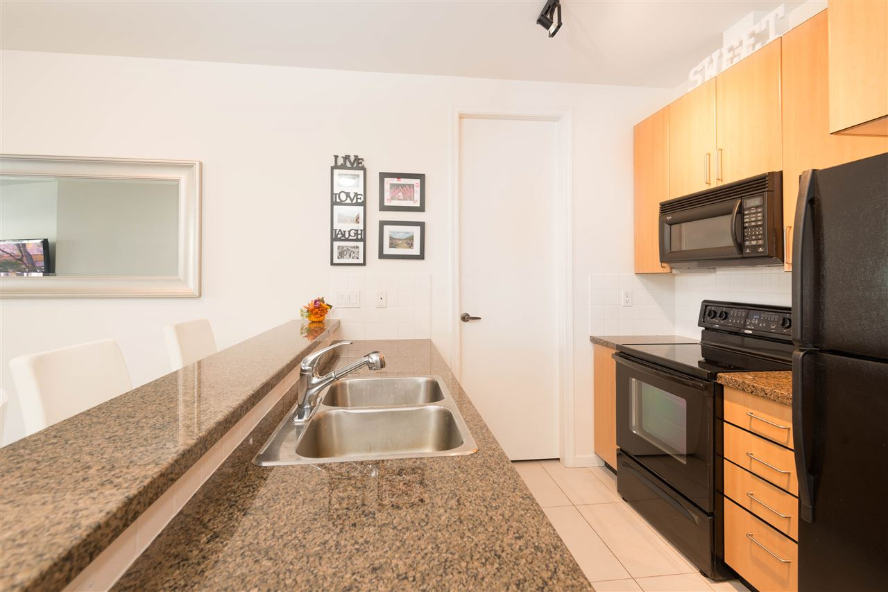 "Photo 7: 207 2065 W 12TH Avenue in Vancouver: Kitsilano Condo for sale in ""THE SYDNEY"" (Vancouver West)  : MLS(r) # R2116214"
