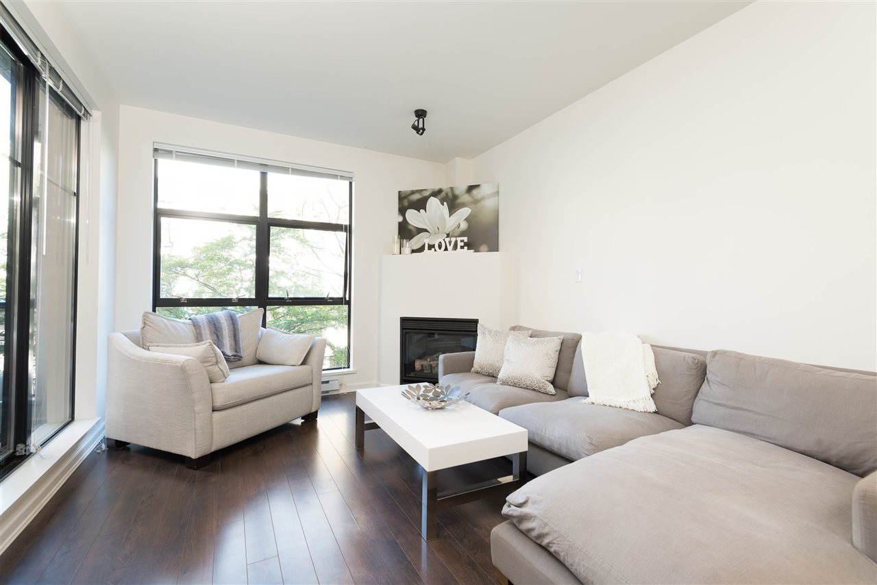 "Photo 3: 207 2065 W 12TH Avenue in Vancouver: Kitsilano Condo for sale in ""THE SYDNEY"" (Vancouver West)  : MLS(r) # R2116214"