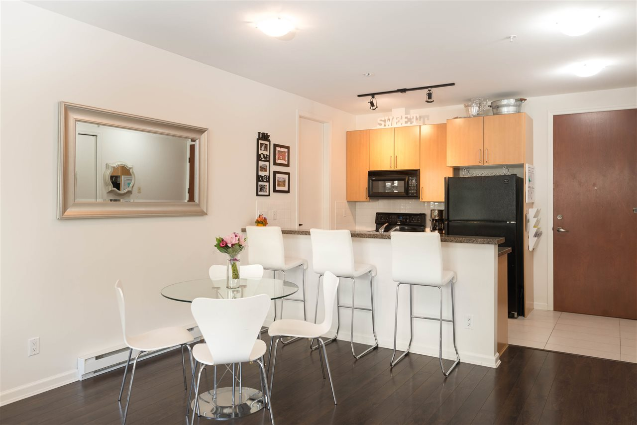 "Main Photo: 207 2065 W 12TH Avenue in Vancouver: Kitsilano Condo for sale in ""THE SYDNEY"" (Vancouver West)  : MLS(r) # R2116214"