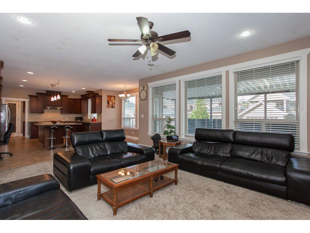 Photo 7: 8741 163A Street in Surrey: Fleetwood Tynehead House for sale : MLS® # R2117160