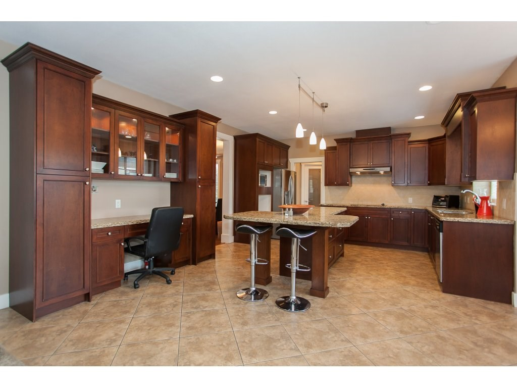 Photo 8: 8741 163A Street in Surrey: Fleetwood Tynehead House for sale : MLS® # R2117160