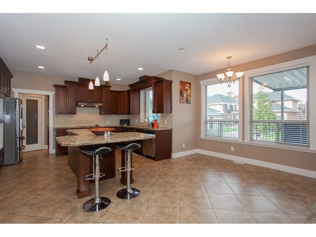 Photo 9: 8741 163A Street in Surrey: Fleetwood Tynehead House for sale : MLS® # R2117160