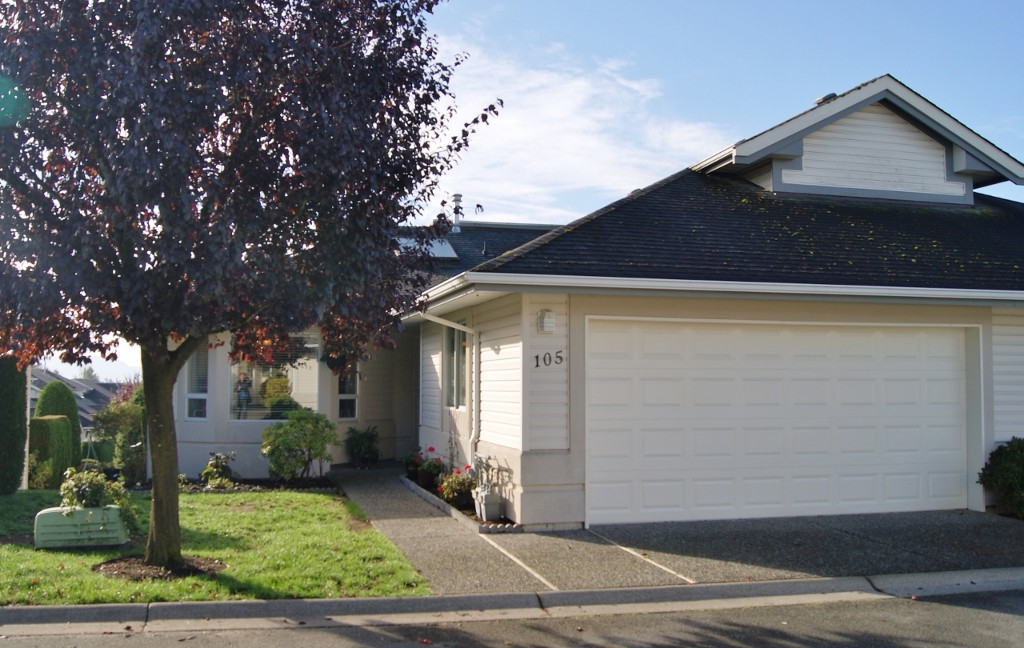 "Photo 2: 105 31406 UPPER MACLURE Road in Abbotsford: Abbotsford West Townhouse for sale in ""Estates of Ellwood"" : MLS(r) # R2118319"