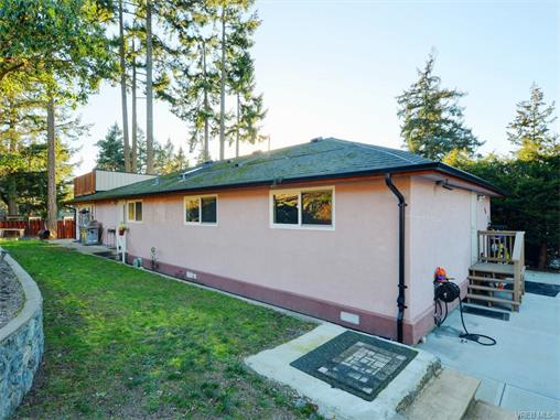 Main Photo: 670 Charmar Crescent in VICTORIA: La Mill Hill Single Family Detached for sale (Langford)  : MLS® # 372923