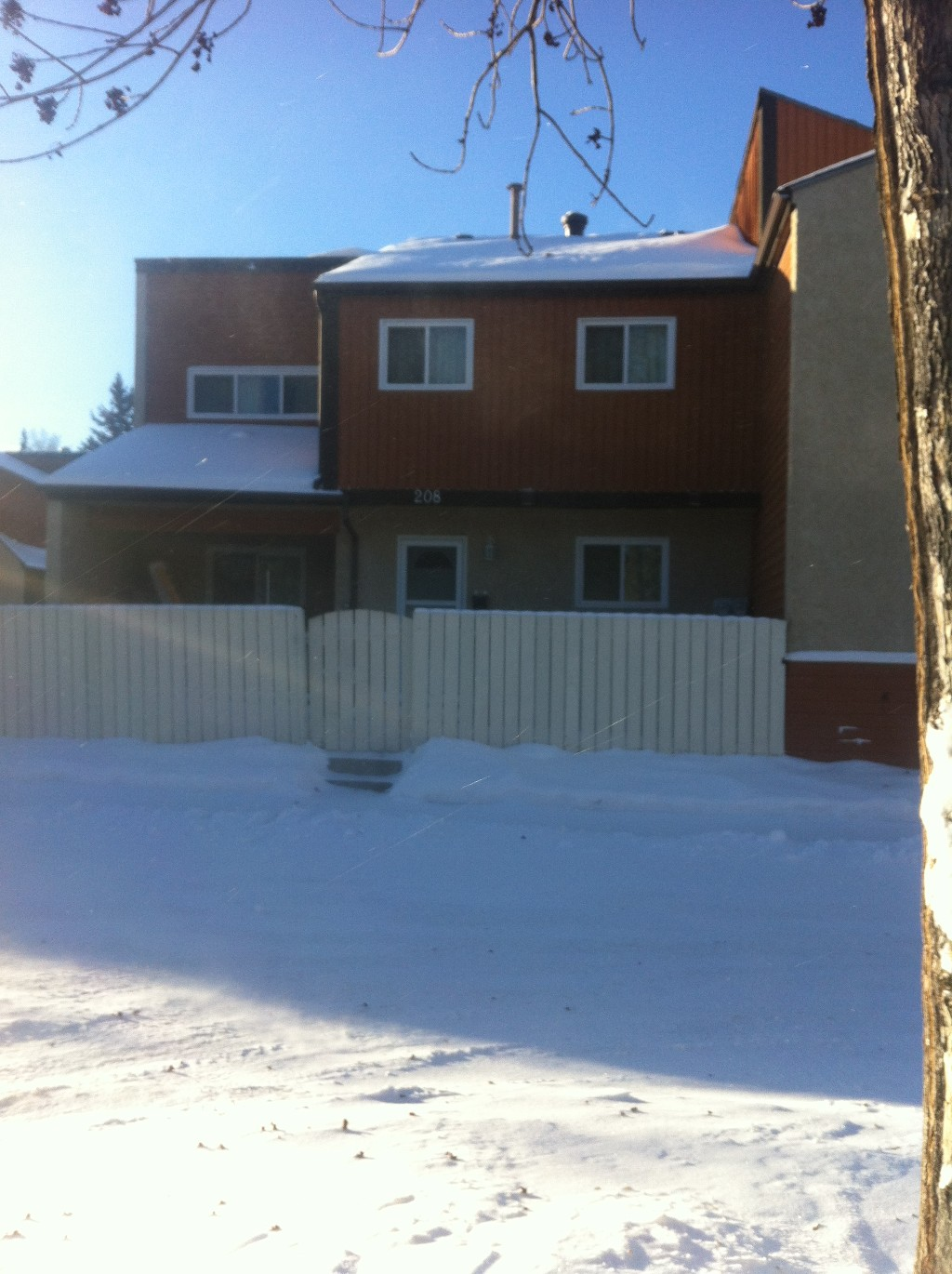 Main Photo: 208 Kaskitayo Court NW in Edmonton: Condo for sale : MLS(r) # e4047529