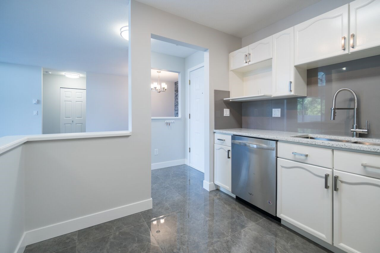 "Photo 5: 301 2083 COQUITLAM Avenue in Port Coquitlam: Glenwood PQ Condo for sale in ""TIFFANY COURT"" : MLS(r) # R2177871"
