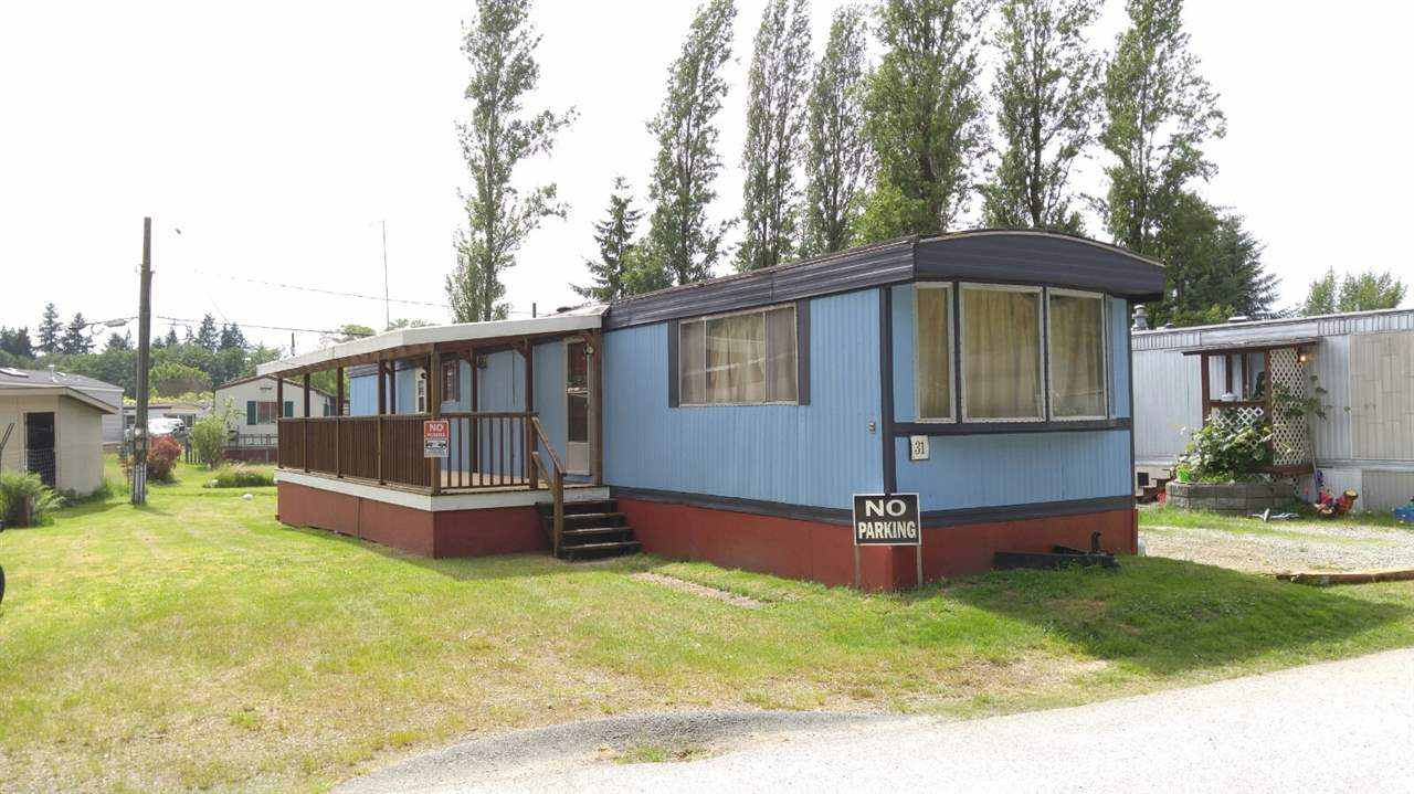 "Main Photo: 31 1413 SUNSHINE COAST Highway in Gibsons: Gibsons & Area Manufactured Home for sale in ""POPLARS MOBILE HOME PARK"" (Sunshine Coast)  : MLS® # R2179941"