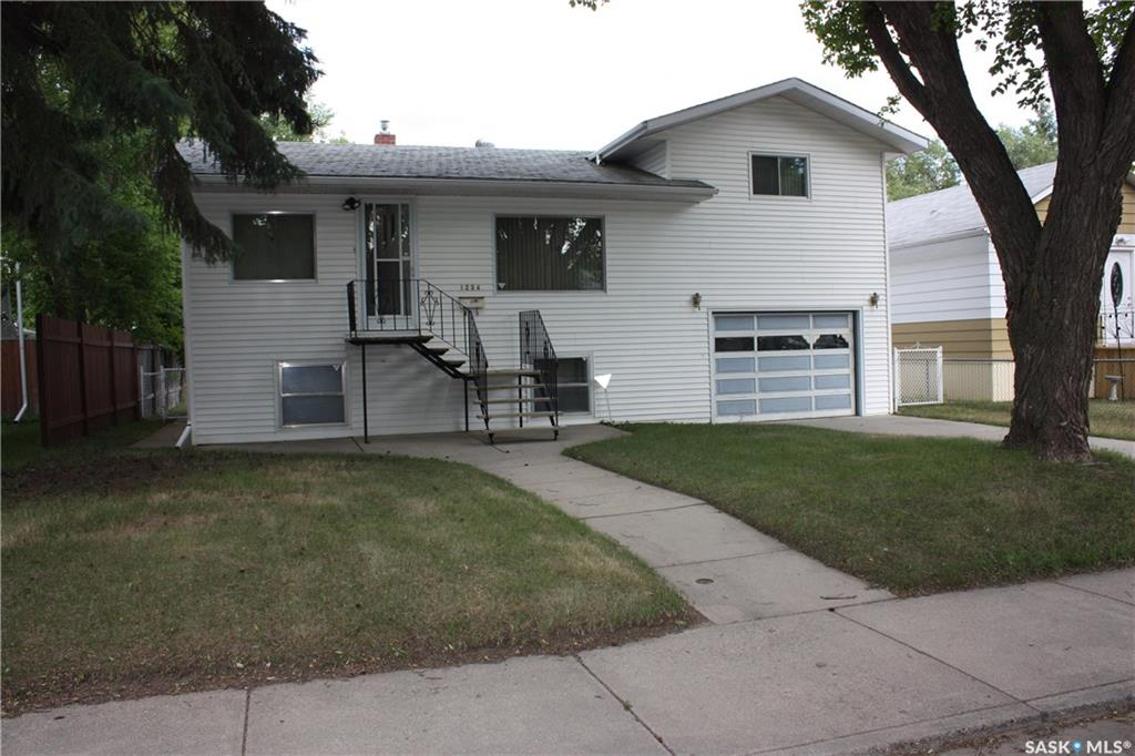 Main Photo: 1234 L Avenue South in Saskatoon: Holiday Park Residential for sale : MLS(r) # SK700172
