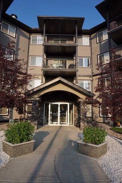 Main Photo:  in Edmonton: Zone 03 Condo for sale : MLS® # E4075143