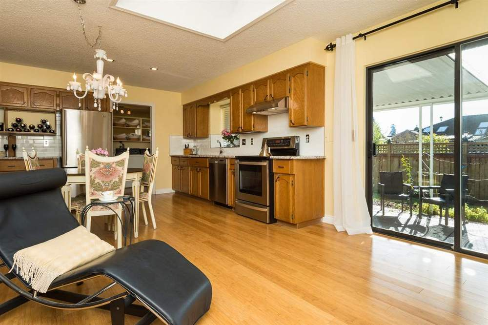 Main Photo: 14214 20 AVENUE in South Surrey White Rock: Home for sale : MLS® # R2031810