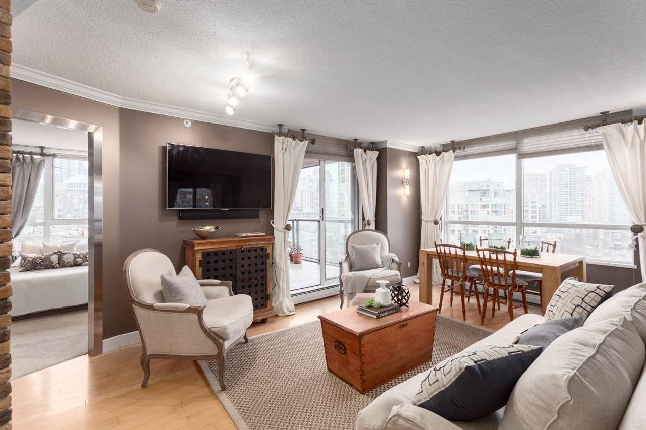 "Main Photo: 13E 199 DRAKE Street in Vancouver: Yaletown Condo for sale in ""CONCORDIA 1"" (Vancouver West)  : MLS® # R2238938"