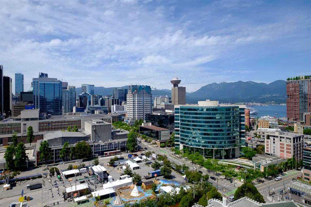 "Main Photo: 2103 668 CITADEL PARADE in Vancouver: Downtown VW Condo for sale in ""SPECTRUM 2"" (Vancouver West)  : MLS® # R2244892"