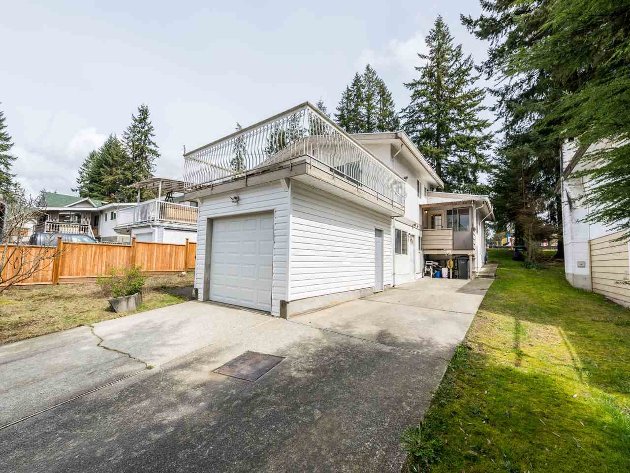 Main Photo: 686 ROBINSON Street in Coquitlam: Coquitlam West House for sale : MLS®# R2283537