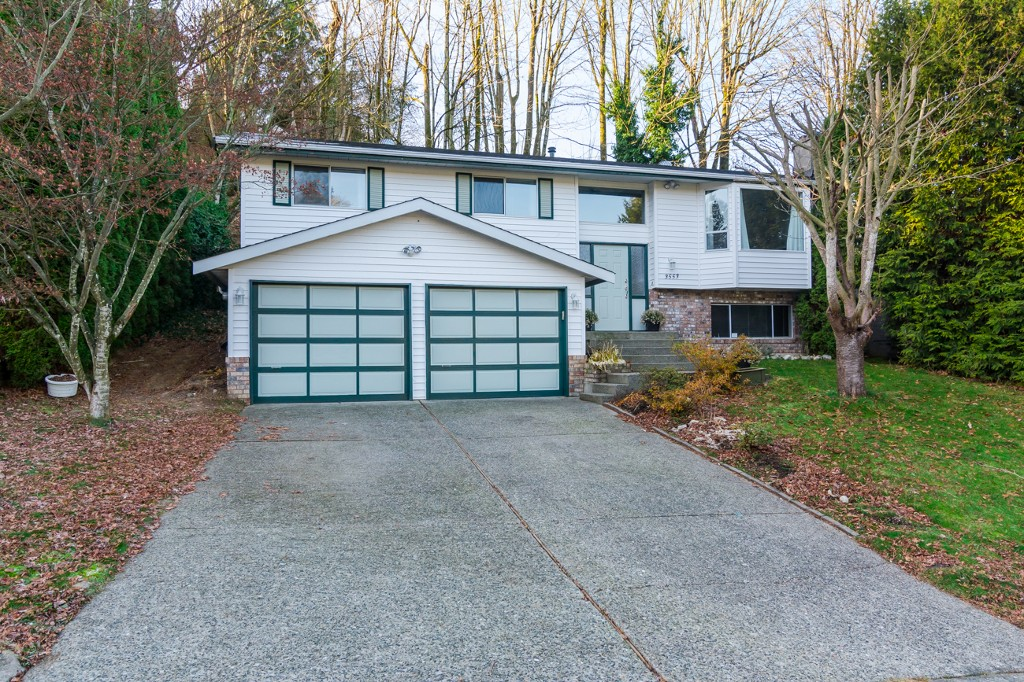 "Photo 2: 3553 DUNSMUIR Way in Abbotsford: Abbotsford East House for sale in ""Lower Ten Oakes"" : MLS® # F1427808"