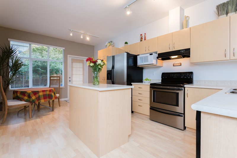 "Photo 7: 9 14959 58 Avenue in Surrey: Sullivan Station Townhouse for sale in ""Skylands"" : MLS® # R2005945"