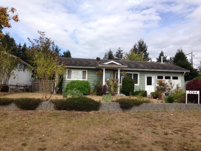Main Photo: 5744 MERMAID Street in Sechelt: Sechelt District House for sale (Sunshine Coast)  : MLS® # R2104451