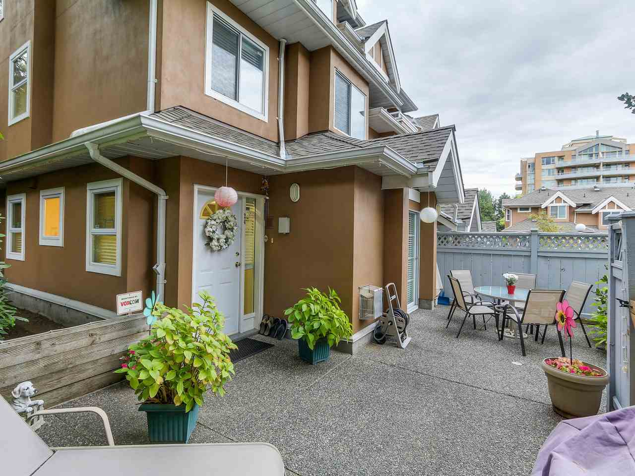 "Photo 2: 24 7488 SALISBURY Avenue in Burnaby: Highgate Townhouse for sale in ""WINSTON GARDENS"" (Burnaby South)  : MLS® # R2112736"