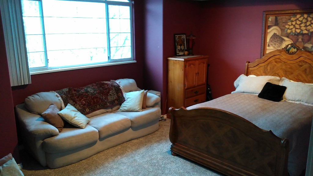 Huge upper guest bedroom is perfect for guests or student.