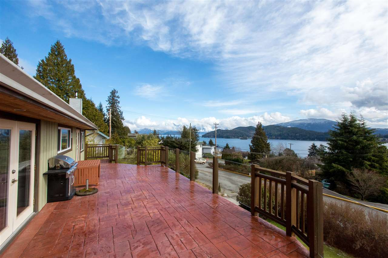 Main Photo: 561 ABBS Road in Gibsons: Gibsons & Area House for sale (Sunshine Coast)  : MLS(r) # R2144785