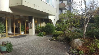 "Main Photo: 301 1425 ESQUIMALT Avenue in West Vancouver: Ambleside Condo for sale in ""Oceanbrook Apartment"" : MLS®# R2165425"