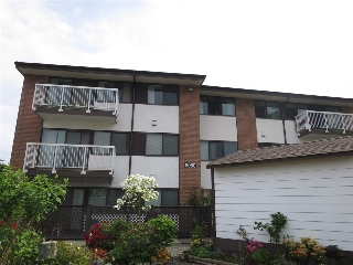 "Main Photo: 305 8080 RYAN Road in Richmond: South Arm Condo for sale in ""BRISTOL COURT"" : MLS(r) # R2170392"