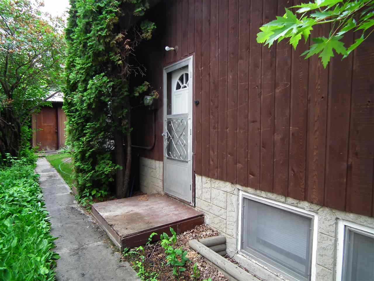 Private entrance to basement