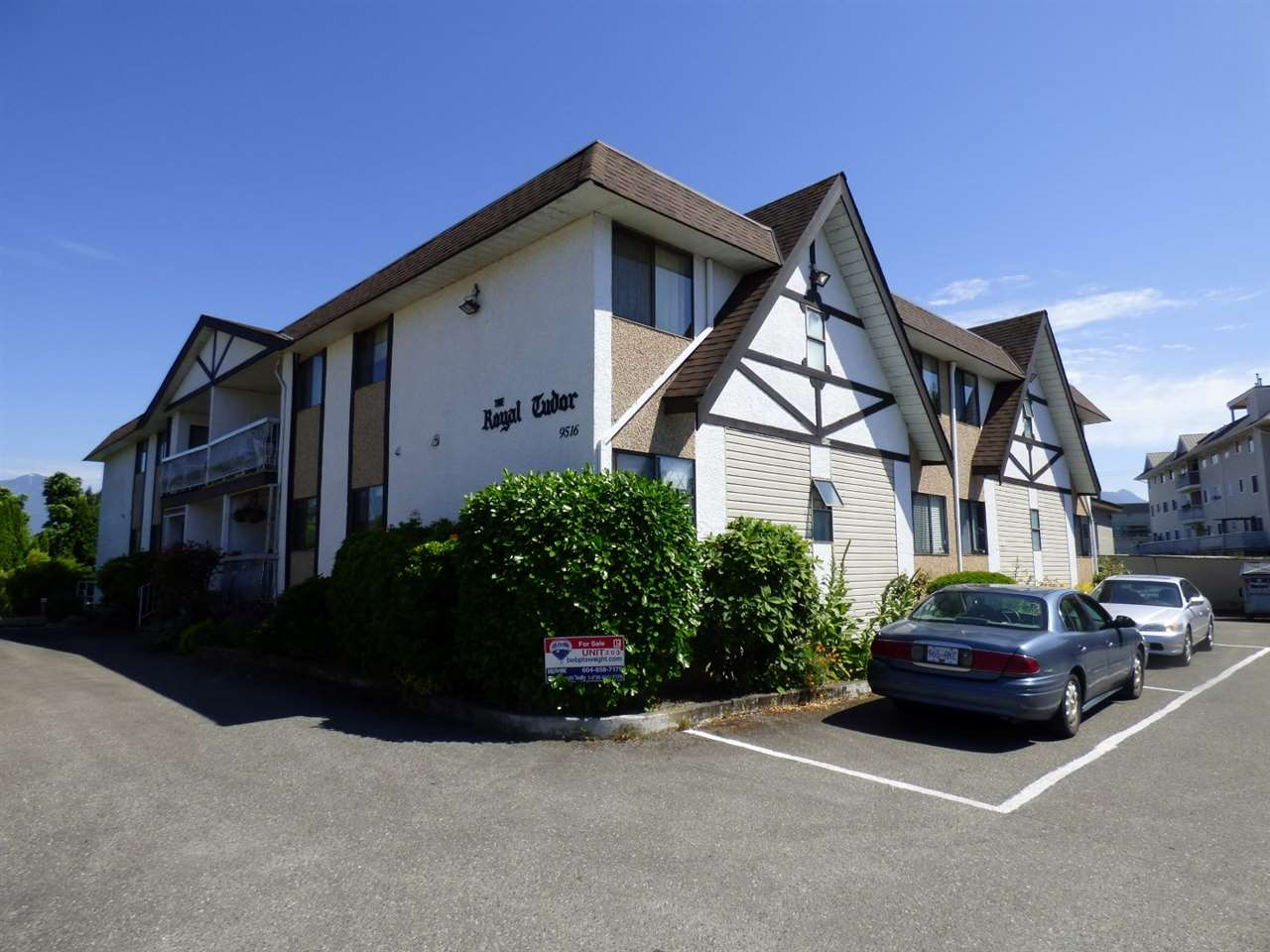 "Main Photo: 203 9516 ROTARY Street in Chilliwack: Chilliwack N Yale-Well Condo for sale in ""ROYAL TUDOR"" : MLS® # R2181735"